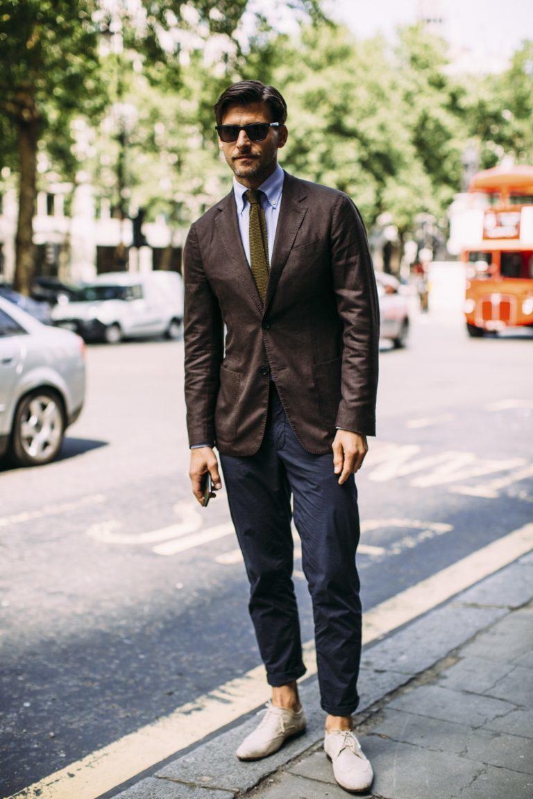d8cc369db950 Completi eleganti, giacche e pantaloni sartoriali rientrano senza dubbio  fra quei pezzi timeless che gli italiani - uomini best-dressed in assoluto  ...