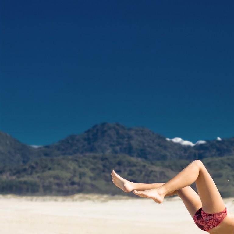 Esercizi per dimagrire e tonificare: il workout da praticare in spiaggia