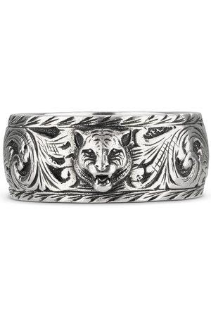 Gucci Anello sottile in argento con dettaglio felino