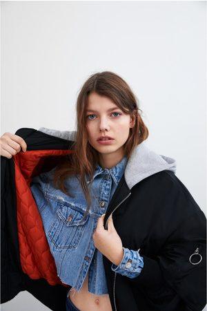 Zara Bomber con cappuccio a contrasto