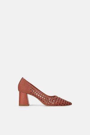 Zara Scarpe con tacco largo e design intrecciato