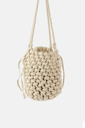 Zara Borsa a secchiello con corde di materiali naturali