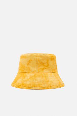 Zara Cappello a secchiello effetto slavato