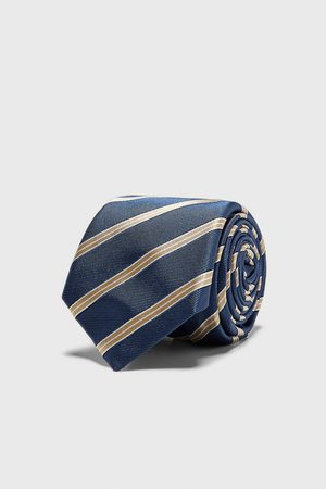 Zara Cravatta larga jacquard a righe
