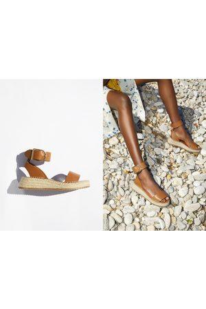 Zara Mini zeppa in pelle con cinturino alla caviglia