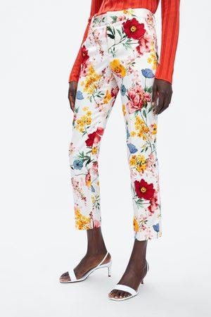 Zara Pantaloni modello chino con stampa floreale