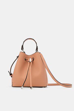 Zara Mini borsa a secchiello con borchie