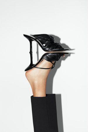 Zara Sandali con tacco in pelle arricciata