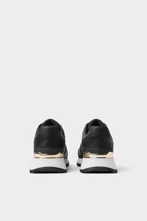 Sneakers con dettagli dorati
