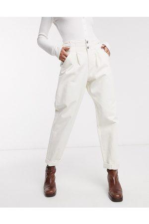 Bershka Pantaloni extra larghi bianchi con fibbie