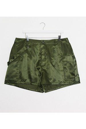 ASOS ASOS DESIGN Curve - Pantaloncini stile militare in raso oliva