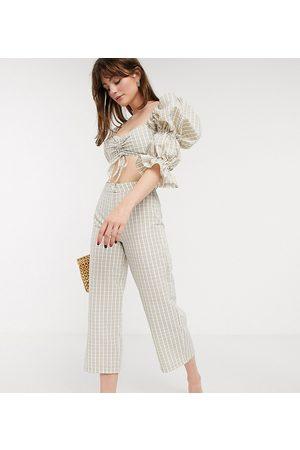 ASOS ASOS DESIGN Petite - Pantaloni in seersucker bianchi e beige