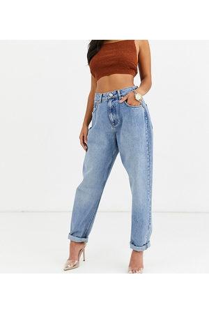 ASOS ASOS DESIGN Petite - Mom jeans vita alta larghi lavaggio medio