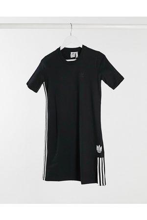 adidas Vestito T-shirt con logo 3D a trifoglio