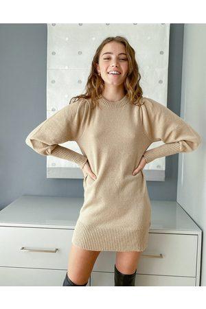 Miss Selfridge Vestito corto in maglia con maniche a sbuffo color cammello