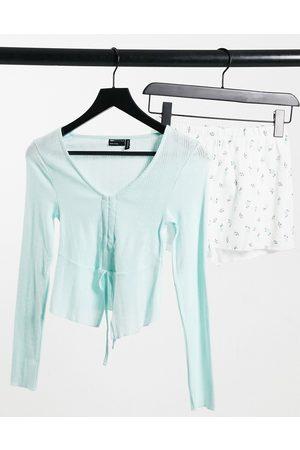 ASOS Top a maniche lunghe traforato e pantaloncini a fiori e bianchi