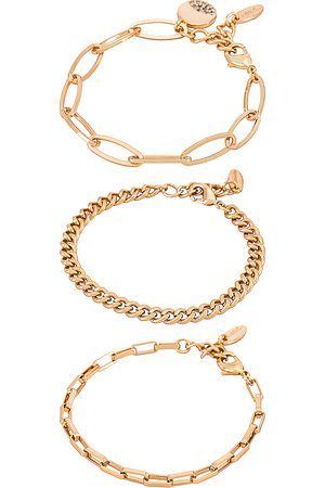 Ettika Chain Bracelet Set in - Metallic . Size all.
