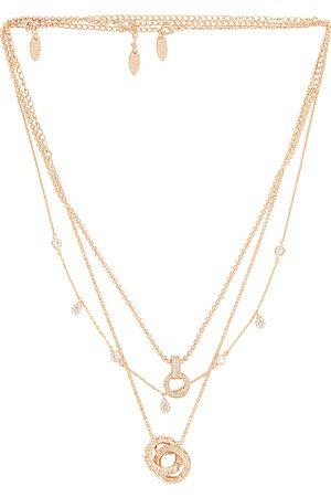Ettika Donna Collane - Layered Pendant Necklace in - Metallic . Size all.