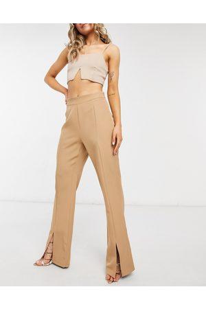 Outrageous Fortune Pantaloni con spacco frontale color cammello in coordinato-Cuoio