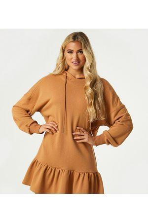 Outrageous Fortune Esclusiva - Vestito felpa corto color cammello con cappuccio e volant sul fondo-Cuoio