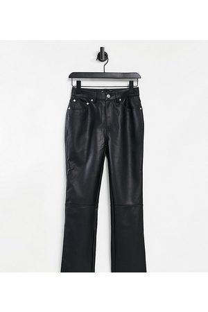 ASOS ASOS DESIGN Petite - Pantaloni dritti a vita medio alta anni '90 in ecopelle PU nera