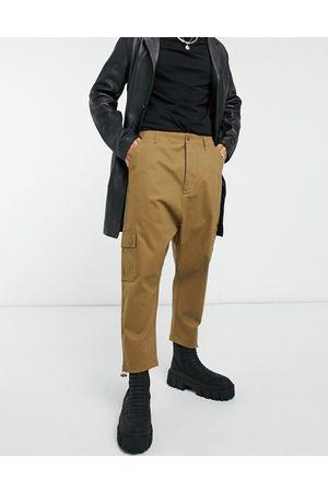 ASOS Pantaloni cargo con cavallo basso marrone con fermacorda