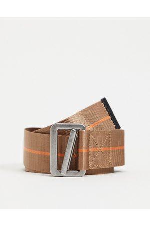 ASOS Cintura lunga con dettaglio arancio e moschettone