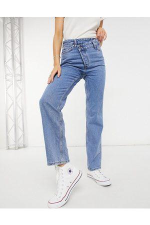 New Look Jeans dritti medio con bottone asimmetrico