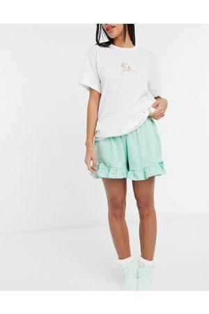 Heartbreak Pigiama con T-Shirt e pantaloncini con stampa di cervo bianco e verde pastello