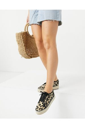 ASOS DESIGN James - Sneakers flatform stile espadrilles leopardate