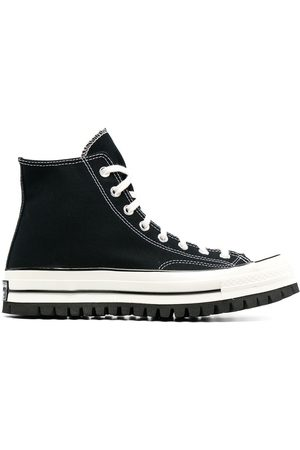 converse sneakers nere