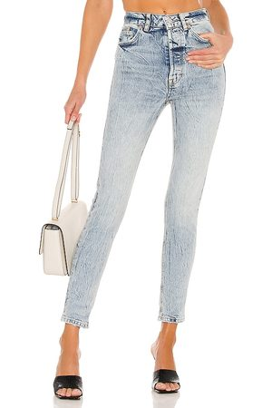 Free People Zuri Mom Jean in Lived in - Blue. Size 24 (also in 25, 26, 28, 29, 30, 31).