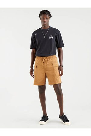 Levi's Cargo Shorts / Desert Boots