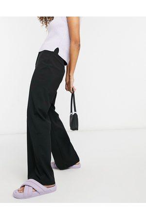 Bershka Pantaloni dad sartoriali extra larghi con fondo ampio neri