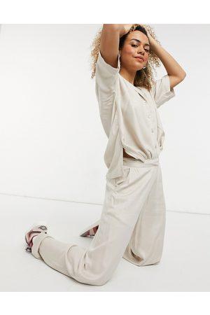 Noisy May Pantaloni con fondo ampio color pietra in coordinato