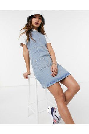 ASOS Salopette di jeans stile scamiciato lavaggio medio