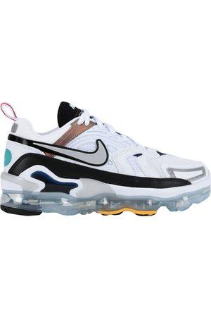 Nike CALZATURE - Sneakers & Tennis shoes basse