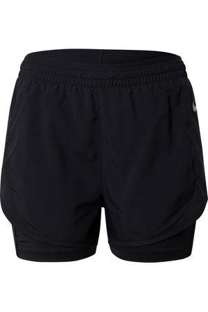 Nike Pantaloni sportivi 'TEMPO LUXE