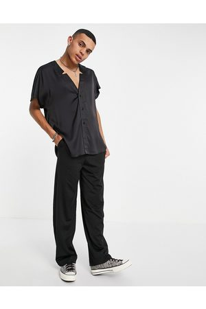 ASOS Camicia in raso con maniche ad aletta e intaglio sul collo