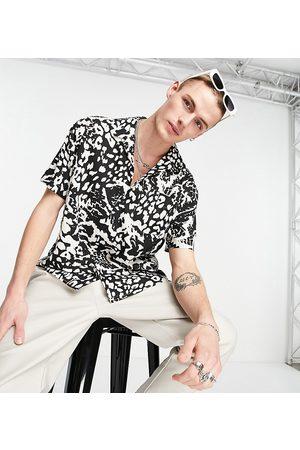 Reclaimed Inspired - Camicia con rever e stampa effetto animalier in coordinato