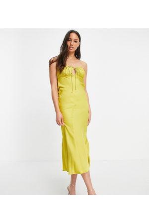 ASOS ASOS DESIGN Tall - Vestito sottoveste midi con taglio sbieco in raso con bustino increspato, colore senape