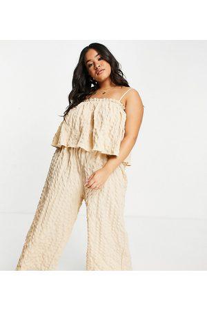 ASOS ASOS DESIGN Curve - Tuta jumpsuit con gonna pantalone e doppio strato testurizzata color sabbia