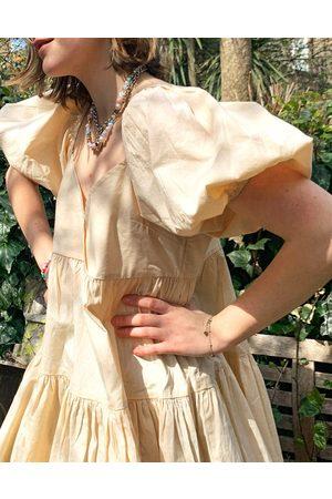 ASOS Vestito grembiule corto a balze in cotone color pietra-Neutro