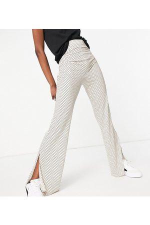 ASOS ASOS DESIGN Tall - Pantaloni a vita alta con fondo ampio in mussola color crema a pois