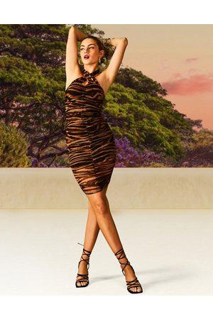 ASOS Donna Vestiti da sera - Vestito midi in rete arricciato allacciato al collo con stampa animalier e scollatura sulla schiena
