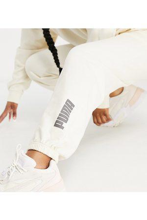 PUMA Donna Joggers - In esclusiva per ASOS - - Joggers sporco slavato