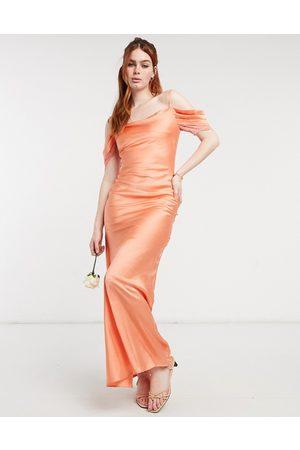 HOPE & IVY Donna Vestiti lunghi - Vestito da damigella al polpaccio stile sottoveste in raso con spalle scoperte color pesca
