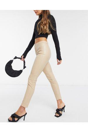 MANGO Pantaloni skinny in ecopelle beige-Neutro