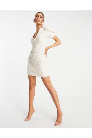 AX Paris Vestito corto in pelle sintetica color crema raccolto sul lato