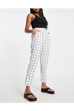 ASOS Hourglass - Pantaloni sartoriali eleganti affusolati con stampa a quadri, color avorio
